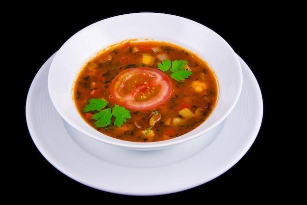 헝가리 굴 라시-흰색 boul에 쇠고기와 토마토가 들어간 두꺼운 야채 수프.