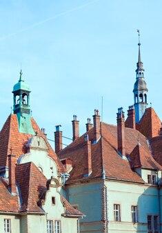 Охотничий замок графа шенборна в селе карпаты (в прошлом - берегвар) (закарпатская область, украина). построен в 1890 году.