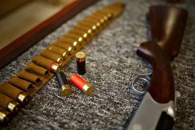 狩猟用ライフル、装弾ベルト、カートリッジ、銃店