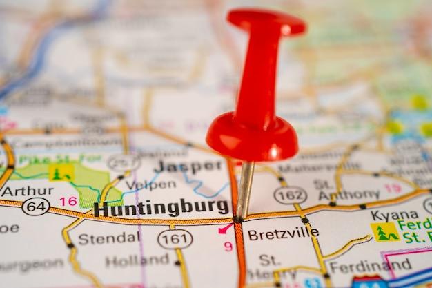 インディアナ州ハンティンバーグ、赤い画鋲のある道路地図、アメリカ合衆国の都市。
