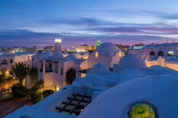 夜のハルガダホテル