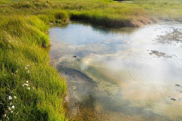 Район горячих источников хверавеллир, исландия. хайлендс исландии