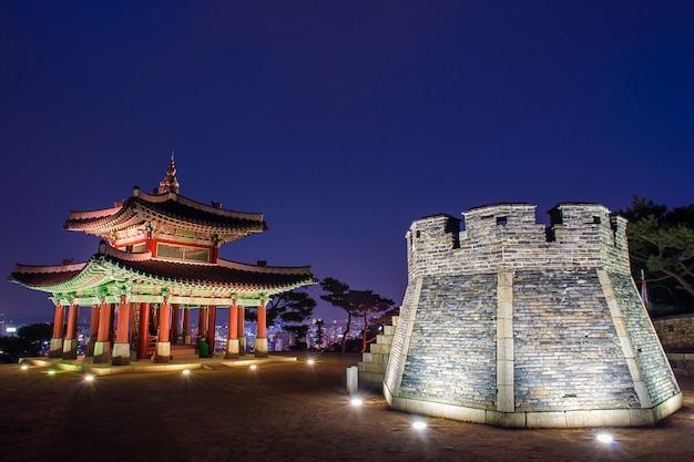 Fortezza di hwaseong a suwon, corea