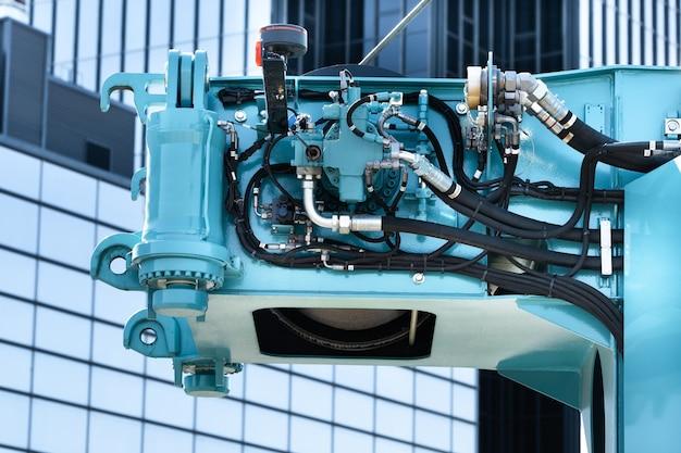 油圧システムエンジン付きクレーンのリフト機構