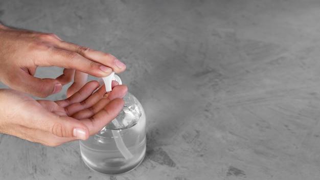 ボトルに入った衛生的なハイドロアルコールジェル