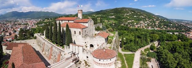 브레시아 성의 전체 건축 단지의 하이퍼 파노라마