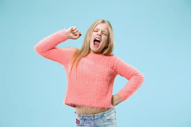 나는 모든 것에 지쳤습니다. 지루한 여자. 지루하고 지루하고 지루한 개념. 꽤 백인 감정적 인 소녀
