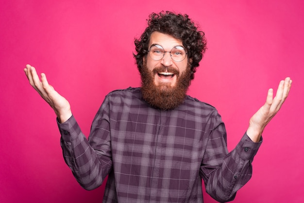 I dont know, photo of confused bearded man wearing round glasses and dont know what to choose