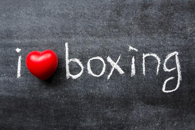 私は学校の黒板に手書きされたボクシングのフレーズが大好きです