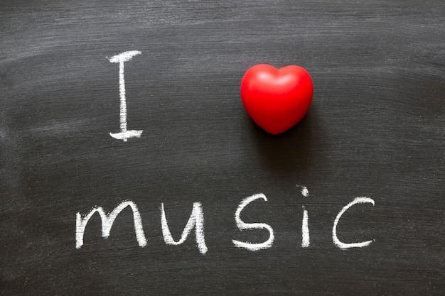 学校の黒板に手書きの音楽フレーズが大好き