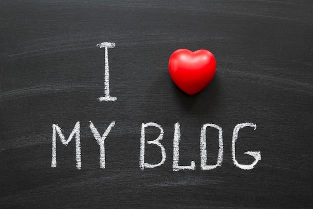 나는 학교 칠판에 손으로 쓴 내 블로그를 좋아한다.