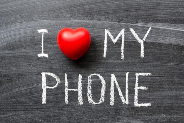 学校の黒板に手書きで書かれた電話のフレーズが大好きです
