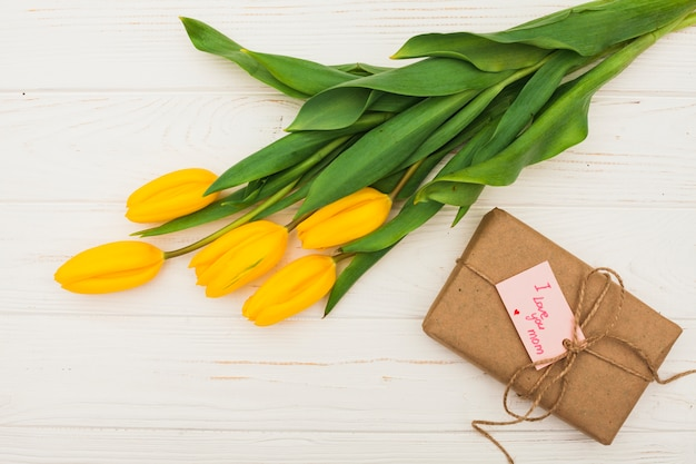 I love you mom inscription with gift and yellow tulips