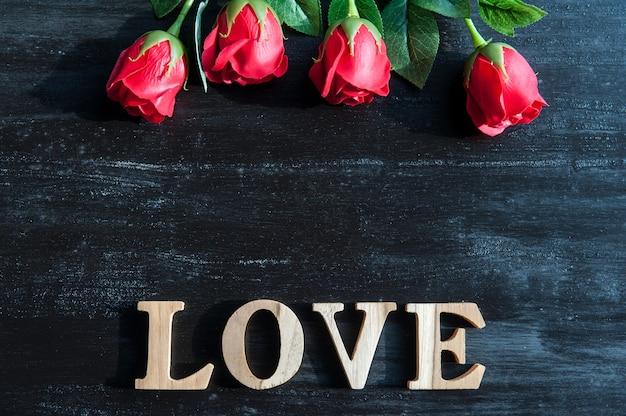 Я люблю тебя, красная роза со словами «я тебя люблю»