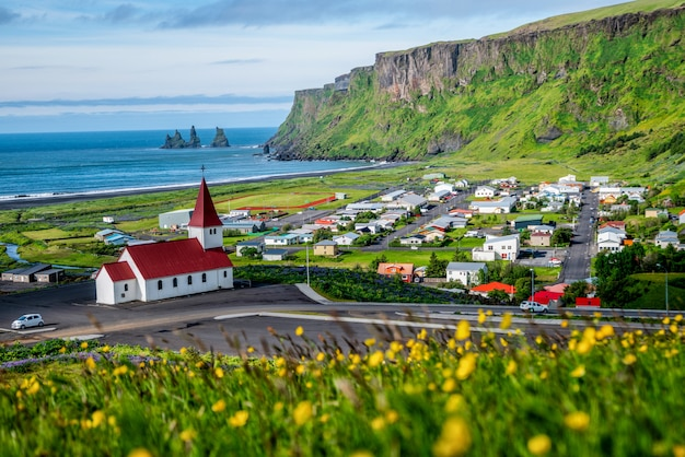 夏のヴィックiミュルダールアイスランドの美しい町。