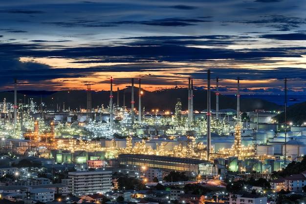 石油精製工場iatの夕日
