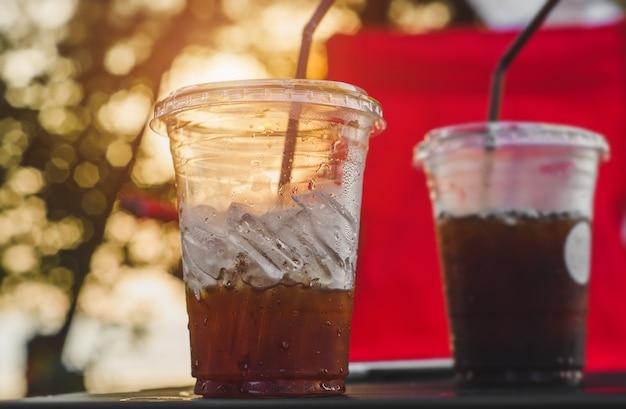 プラスチックガラスの氷アメリカーノコーヒー