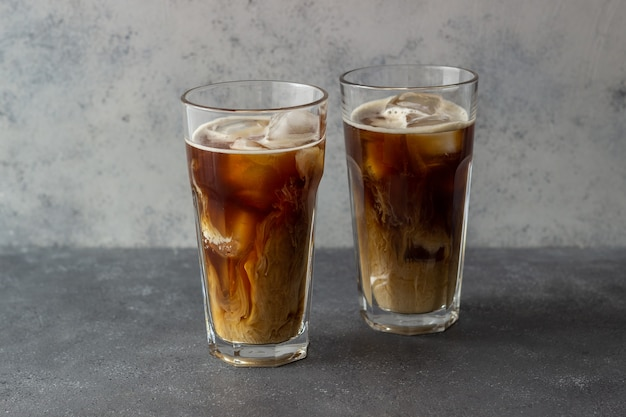 크림과 함께 아이스 커피. 차가운 음료. 채식주의 자 음식. 건강한 식생활.