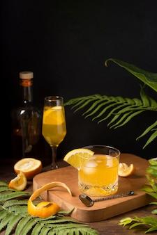 Bevanda alcolica ghiacciata pronta per essere servita