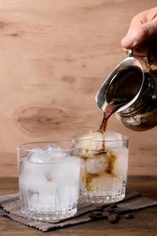 Bevande ghiacciate pronte per essere servite