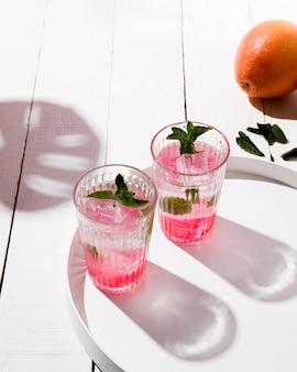 Ледяной фруктовый ароматный напиток