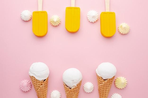 アイスクリームとスティック上のアイスクリーム
