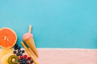 アイスクリームの背景と果物