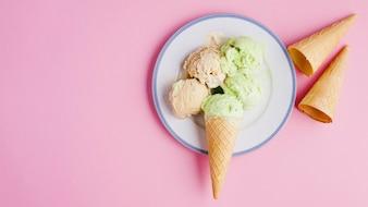 プレートとアイスクリームの背景