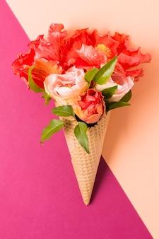 花とアイスクリームコーン