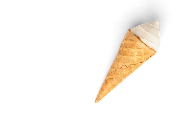 白い背景で隔離のアイスクリーム。
