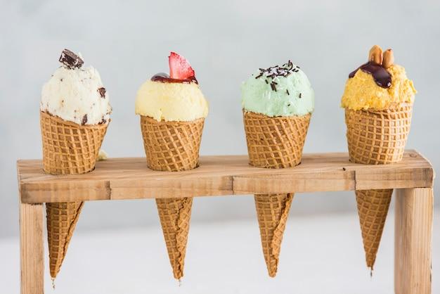 さまざまな果物のアイスクリーム