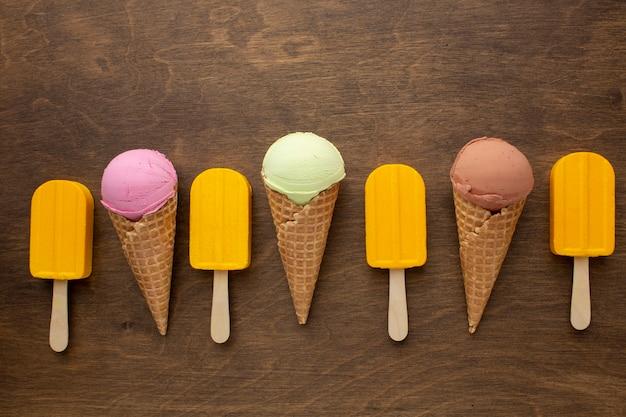 スティックとコーンのアイスクリーム