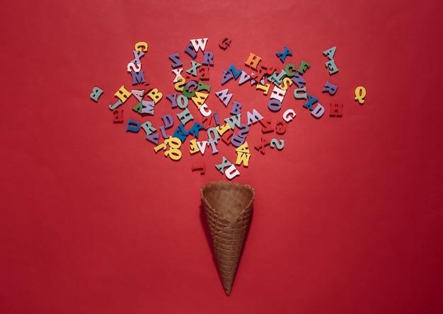 빨간색 밝은 배경에 색 글자가 있는 아이스크림 와플 콘. 평면도