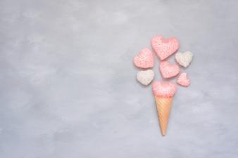 アイスクリームワッフルコーン、ピンクとホワイトのスレッドハート