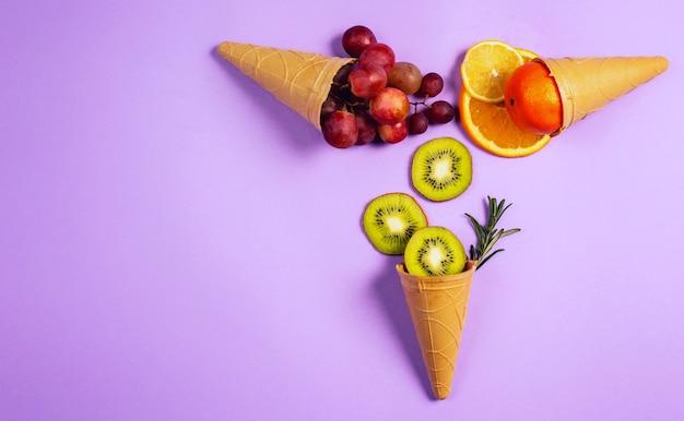 천연 과일 아이스크림. 진정한 생물학적 과일의 개념