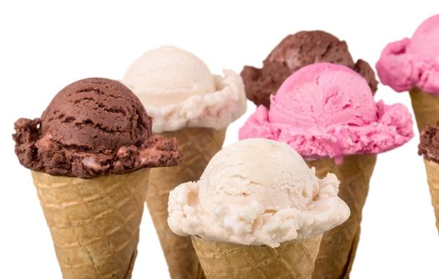 Мороженое в конусах