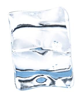 Кубики льда, изолированные на белом фоне. подрезание похлопываний.