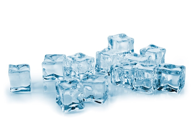 濡れたガラスの上の角氷