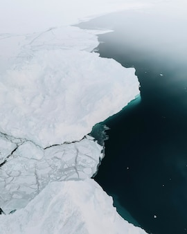 Лед встречается с морем в гренландии