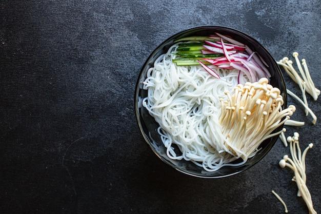 얼음 국수 야채 에노 키 셀로판 파스타 된장라면 곰팡이 스프 포 해산물