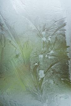 Лед на окне