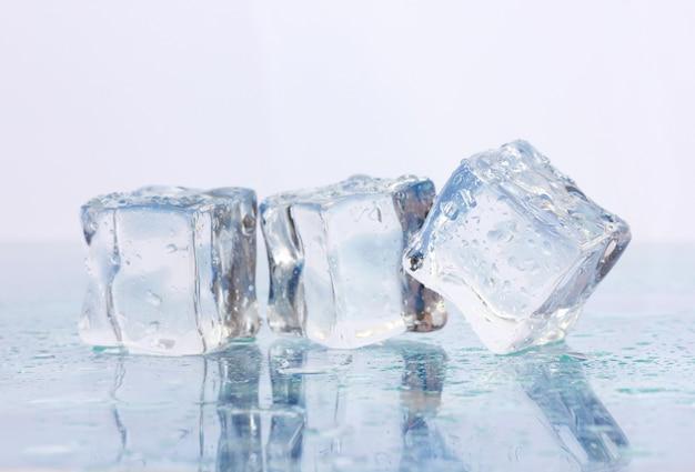 가벼운 표면에 얼음