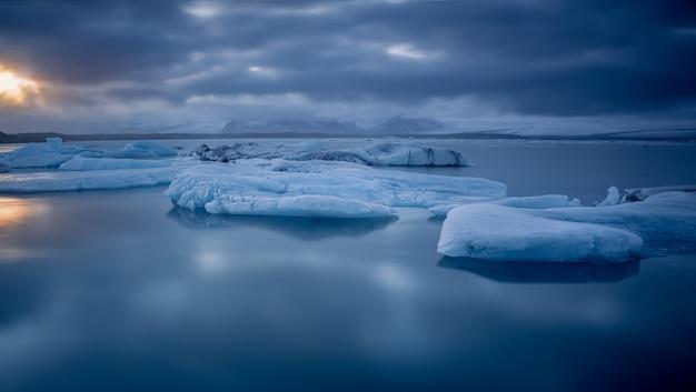 Лед на море