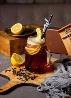 Ice tea with lemon slices