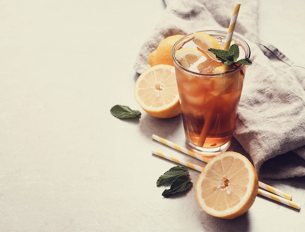 Ice tea with lemons