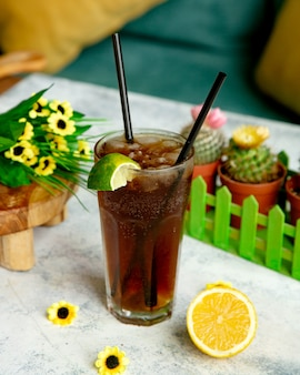 Ice tea with lime slice on glass