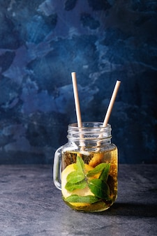Ice tea with limes