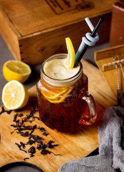 Ice tea with slices of lemon