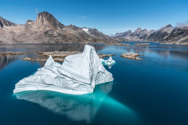 グリーンランドの海の氷山