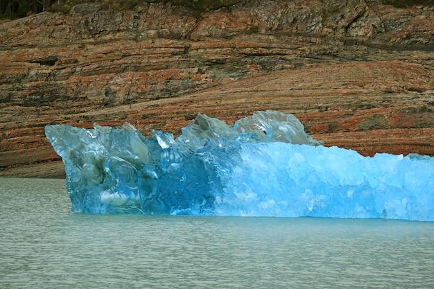 Iceberg of perito moreno glacier floating on the lake argentino, el calafate, patagonia, argentina